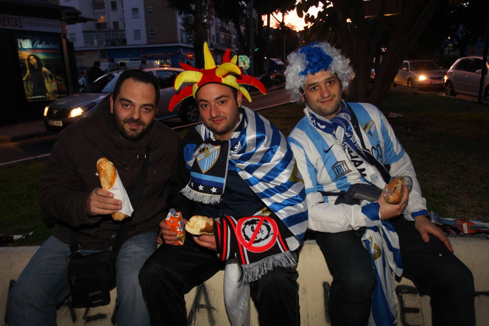 Fotos de los aficionados malaguistas en el Málaga-Oporto